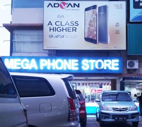 Salah satu Iklan dan Toko Advan di Palembang Square